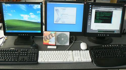 Três telas mostram Windows, MAC Ios e Ubuntu. Diferentes distribuições de softwares