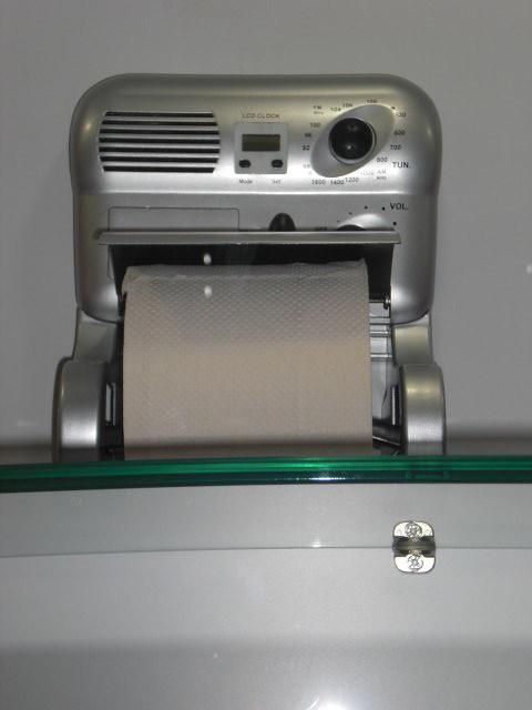 radio mit toilettenpapierhalter unbekannter hersteller chi flickr. Black Bedroom Furniture Sets. Home Design Ideas