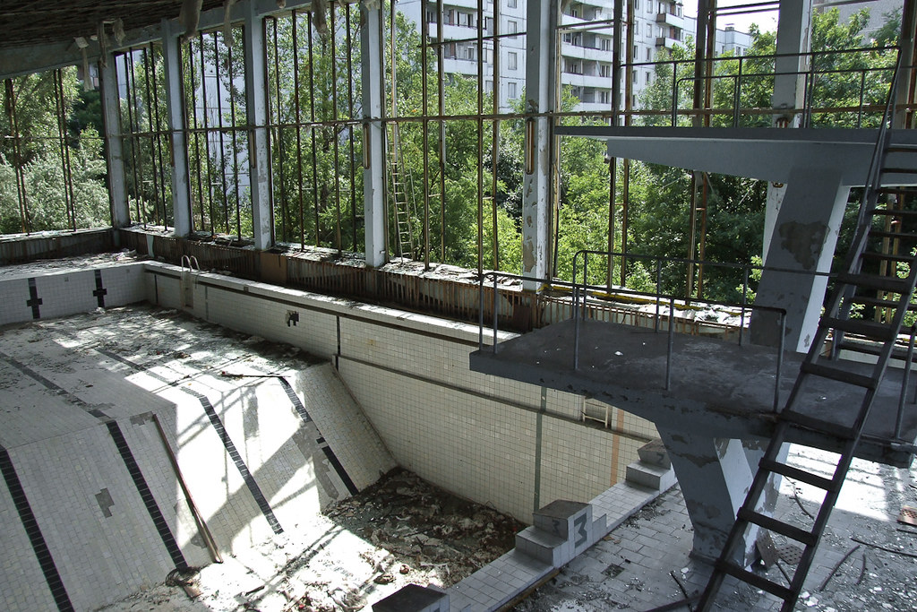 Chernobyl pripyat abandoned city swimming pool azure for Disused swimming pools