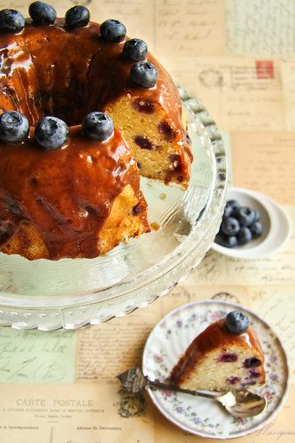 Blueberry Buttermilk Cake with Milk Chocolate Honey Ganache | by raspberri cupcakes