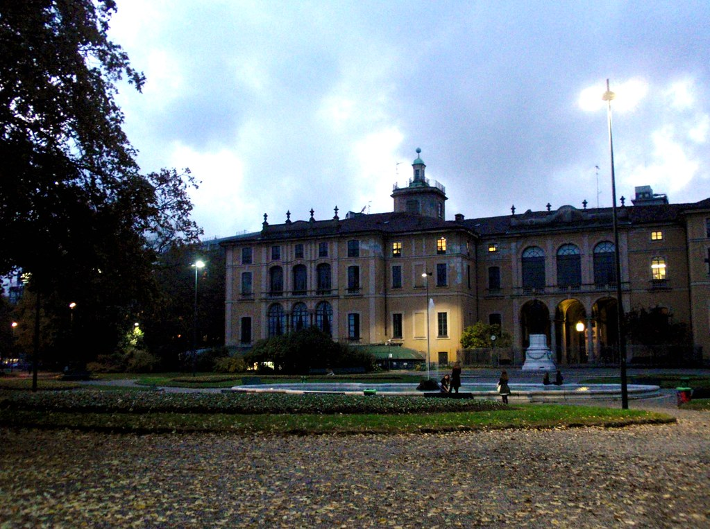 Palazzo dugnani affacciato sui giardini di porta venezia - Cinema porta venezia milano ...