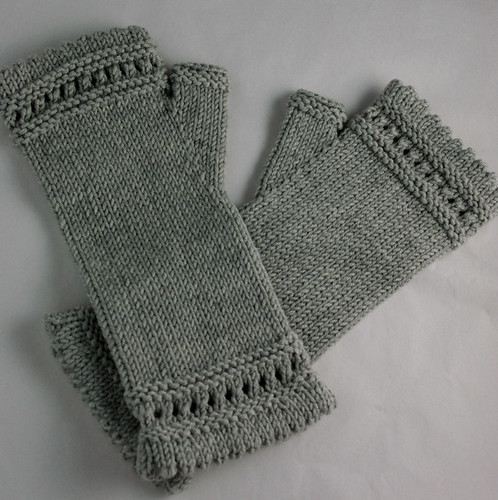Cozy Reading Mitts | by kathrynivy.com