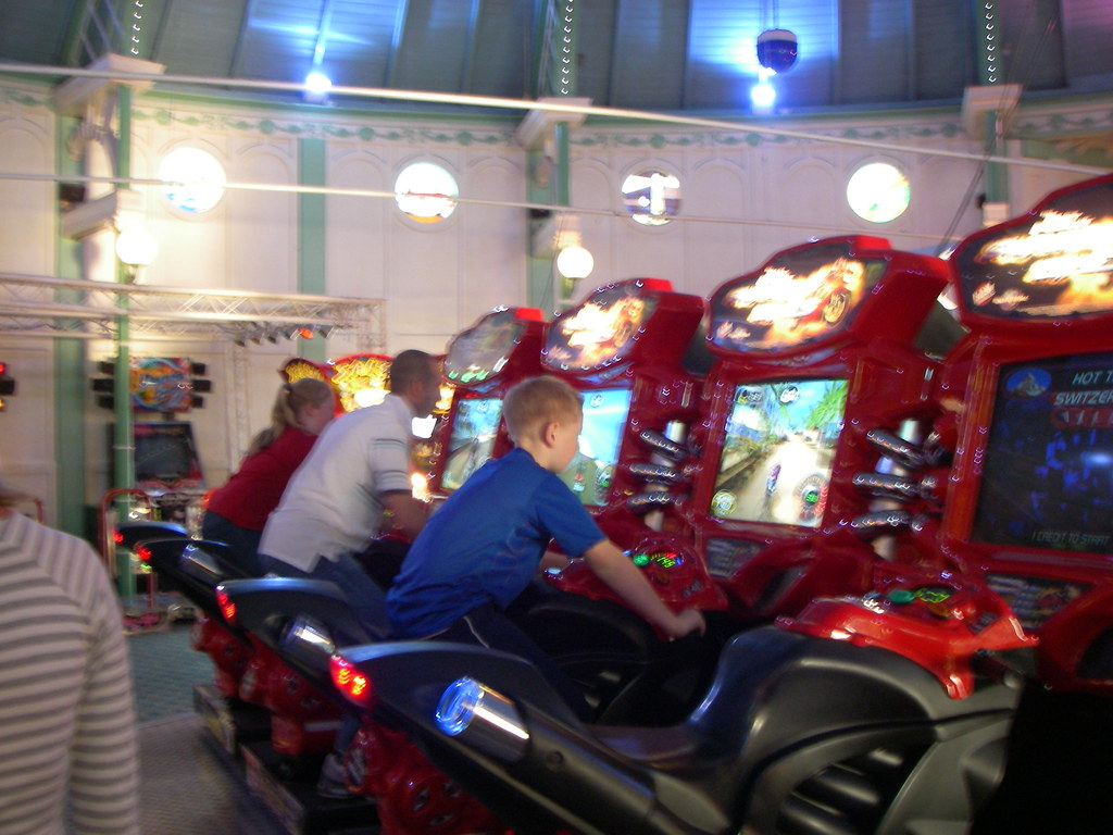 Brighton Pier Gaming Area Arcade Hall England Uk Flickr
