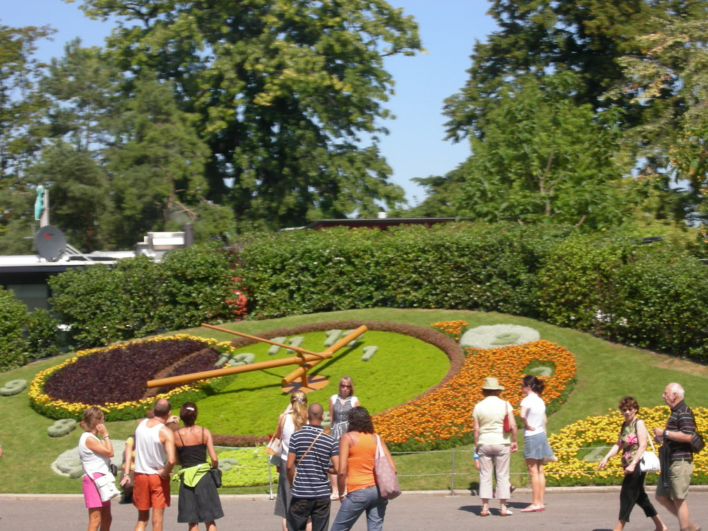 Reloj de flores en el jard n ingl s jardin anglais for Jardin anglais geneve suisse