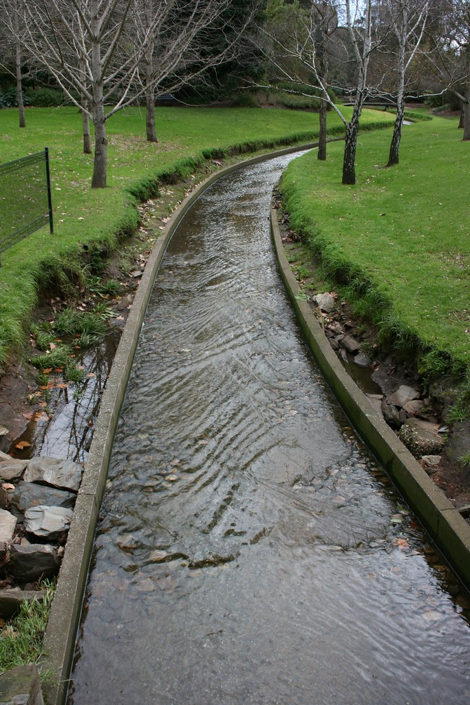 Water path in adelaide botanic gardens the water path in for Garden water features adelaide