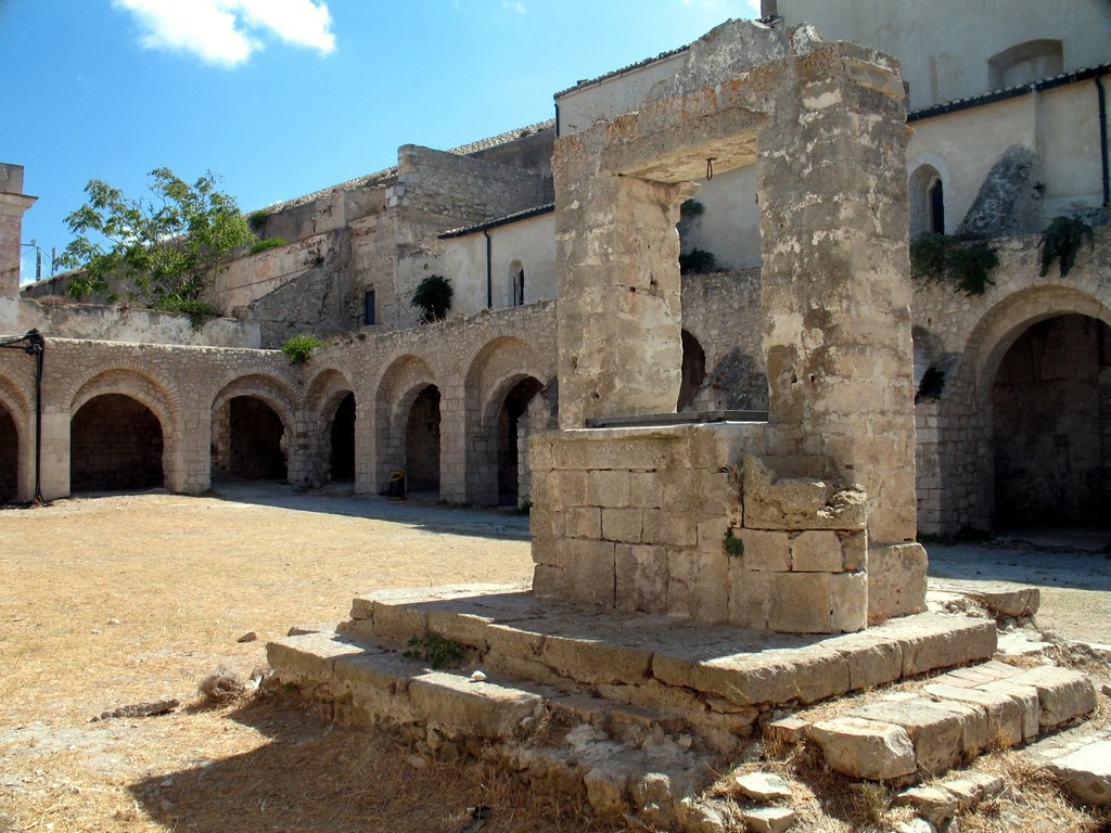 Isole tremiti santa maria a mare chiostro l 39 abbazia fu flickr - B b porta di mare ...