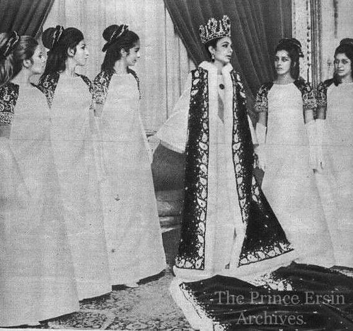 Queen farah pahlavi of iran pictures of royalty iran for Shah bano farah pahlavi