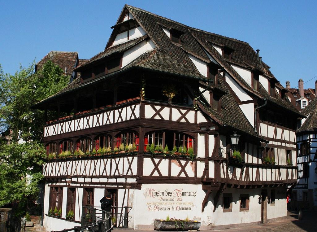 Strasbourg la maison des tanneurs laurphil flickr for Animateur maison de quartier