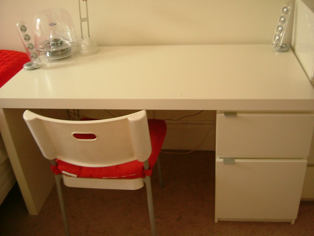 sold ikea jonas white desk like new 75 price 75 con flickr. Black Bedroom Furniture Sets. Home Design Ideas
