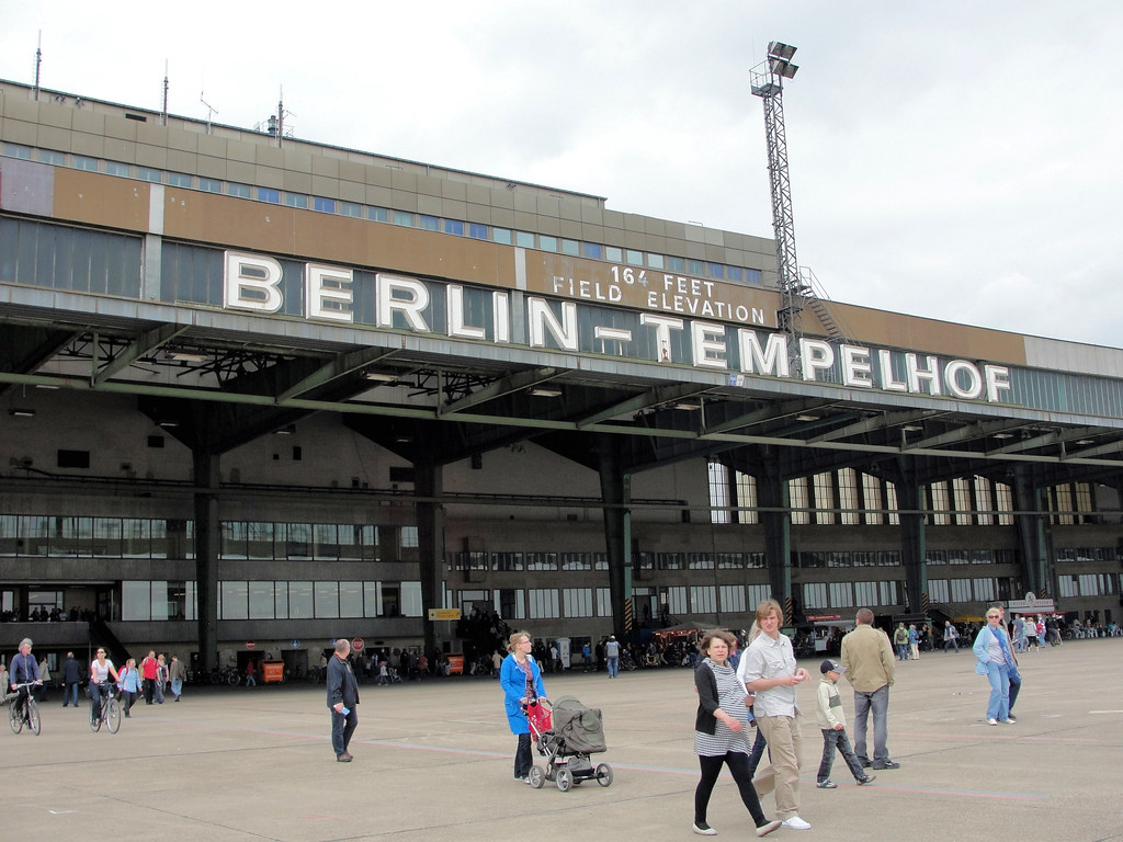 flughafen berlin tempelhof der flughafen berlin tempelhof flickr. Black Bedroom Furniture Sets. Home Design Ideas