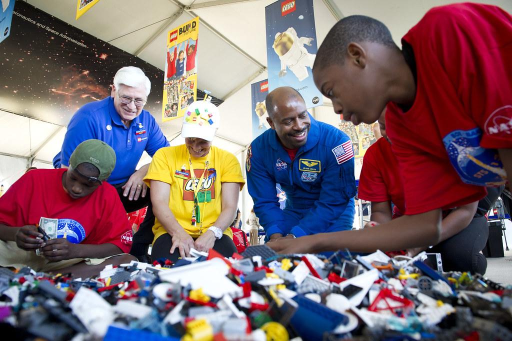 "LEGO ""Build The Future"" Activity (201011030011HQ)   Presiden…   Flickr"