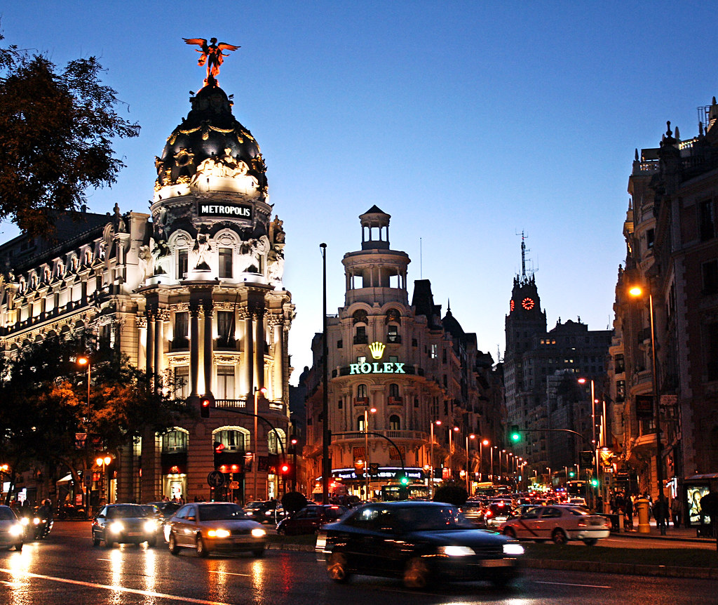 Gran via madrid gran v a literally great way is an for Terrazas nocturnas madrid