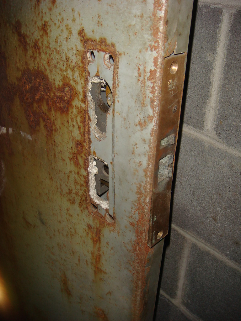 Asbestos Insulated Fire Rated Metal Door With Its Handle