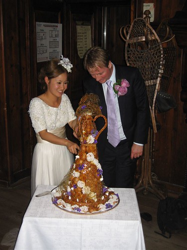 Wedding Cake Cutting Pictures