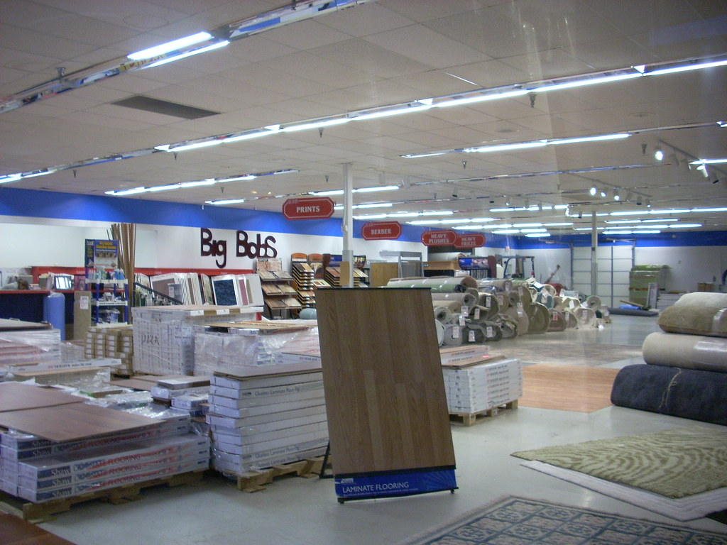 Big bob 39 s flooring outlet interior the interior of a big for Big bob s carpet