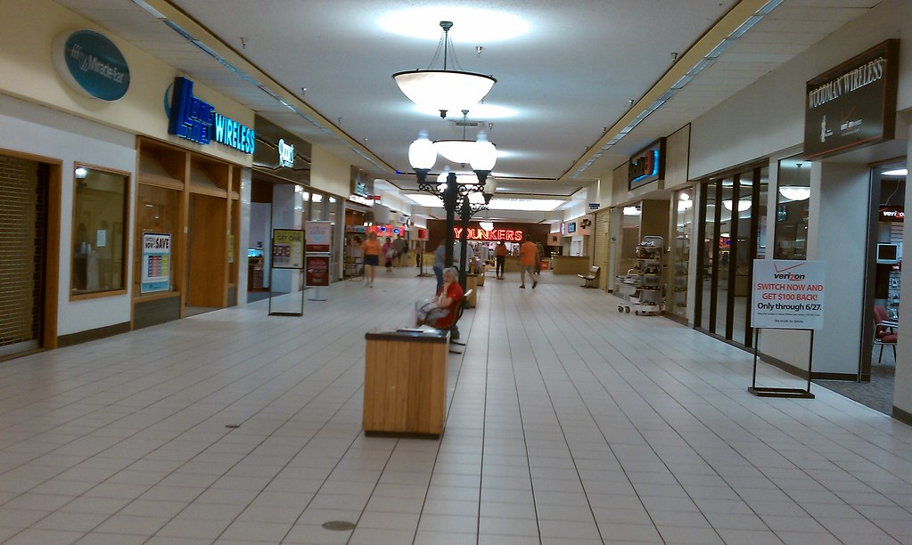Crossroads Mall Fort Dodge Iowa Younkers Corrdior