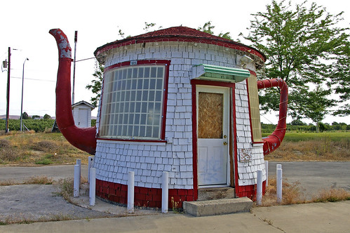 Teapot Dome Gas Station-Zillah, WA | by gayle kingston