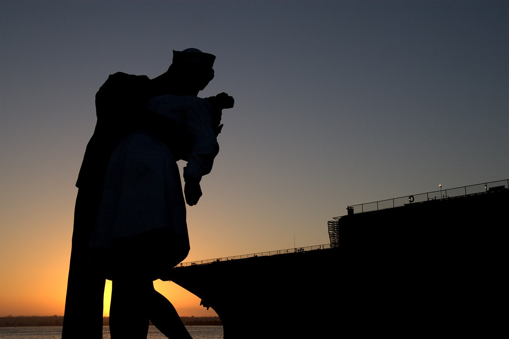 The Kiss, USS Midway and Sunset   Silhouette of 'The Kiss ...
