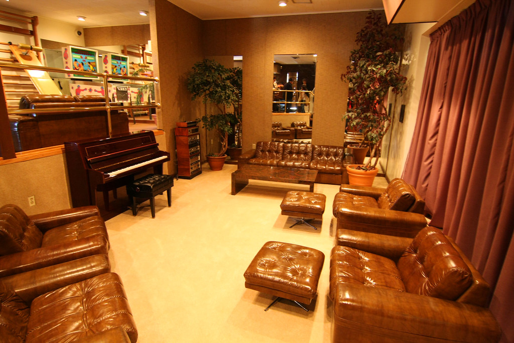 Img 5101 Graceland Racquetball Building Sitting Room At