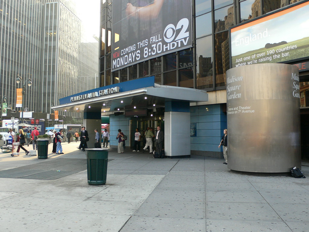 Eighth Avenue Entrance To Penn Station Madison Square Gard Flickr
