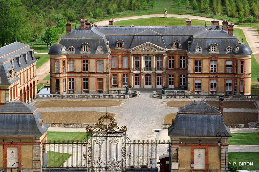 Ch teau de dampierre yvelines c 39 est un ch teau de for Chateau yveline