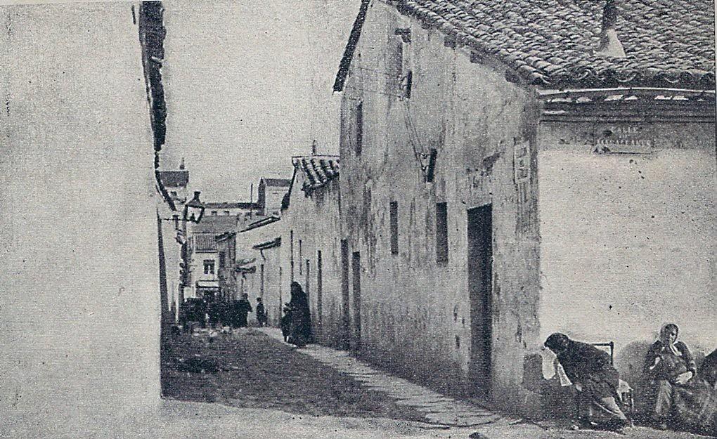 1914. El otro Madrid. Callejón del Alamillo. | Y frente a