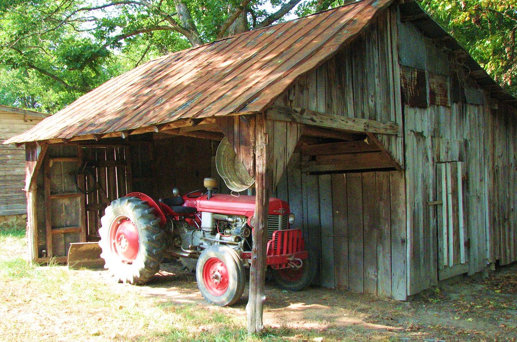 Old Barn And Tractor I Love That You Can See An Old Wash
