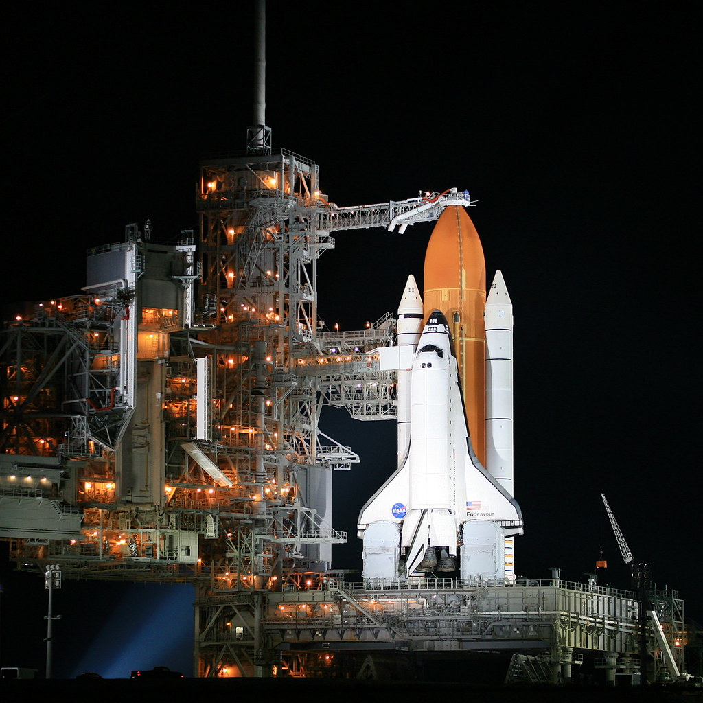 Space shuttle endeavour on pad39a at kennedy space - Nasa screensaver ...