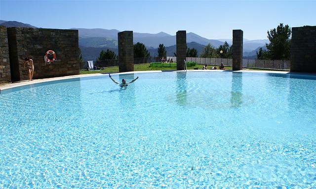 Piscina 5 estrellas en illano piscina de illano en for Piscinas en asturias
