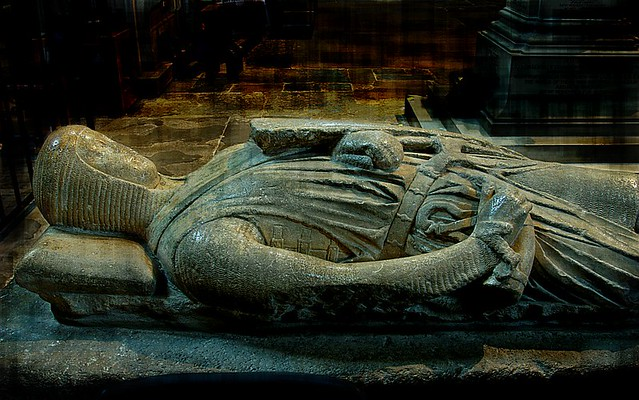 tomb effigy of a knight  1270