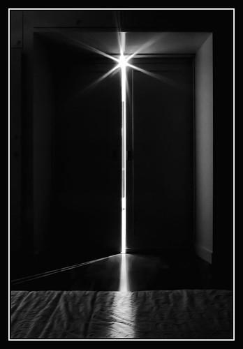 una puerta entreabierta flickr photo sharing