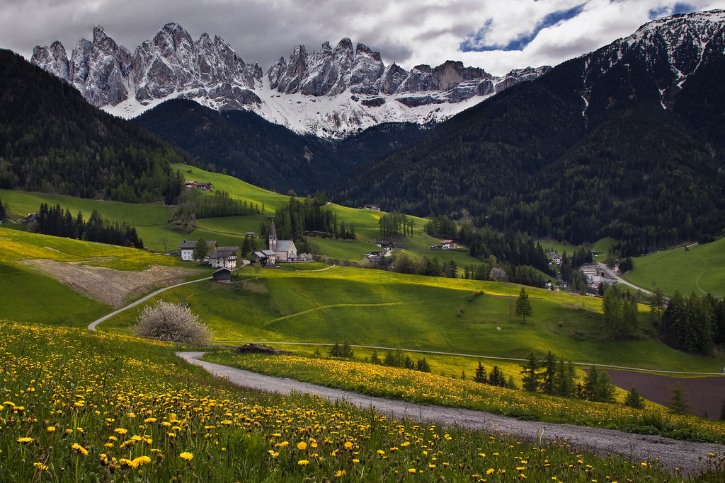 St magdalena and the dolomites looks best in large the for Best view of dolomites