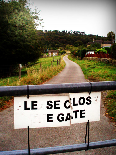 le se clos e gate | by acme01