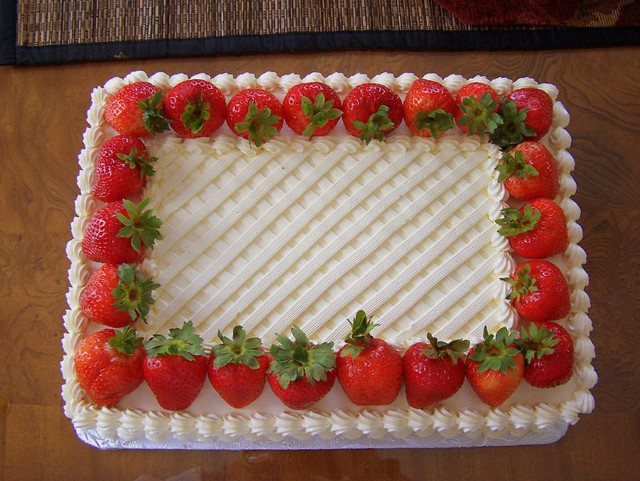 How To Decorate A Oblong Cake With Fresh Fruit