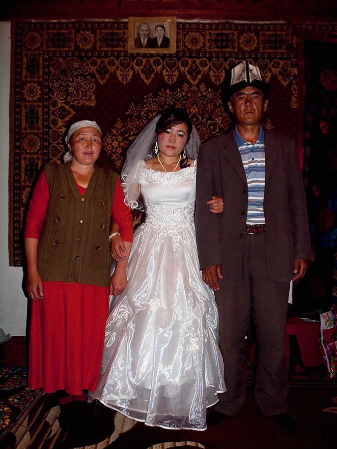 Kyrgyz Wedding Part 11 Bride With Parents Karamyk