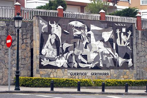 Guernica en guernica mural del guernica de picasso en for Mural guernica