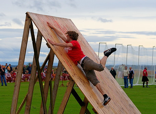 Obstacle Race - Dornoch Highhland Gathering 2007 | by foxypar4
