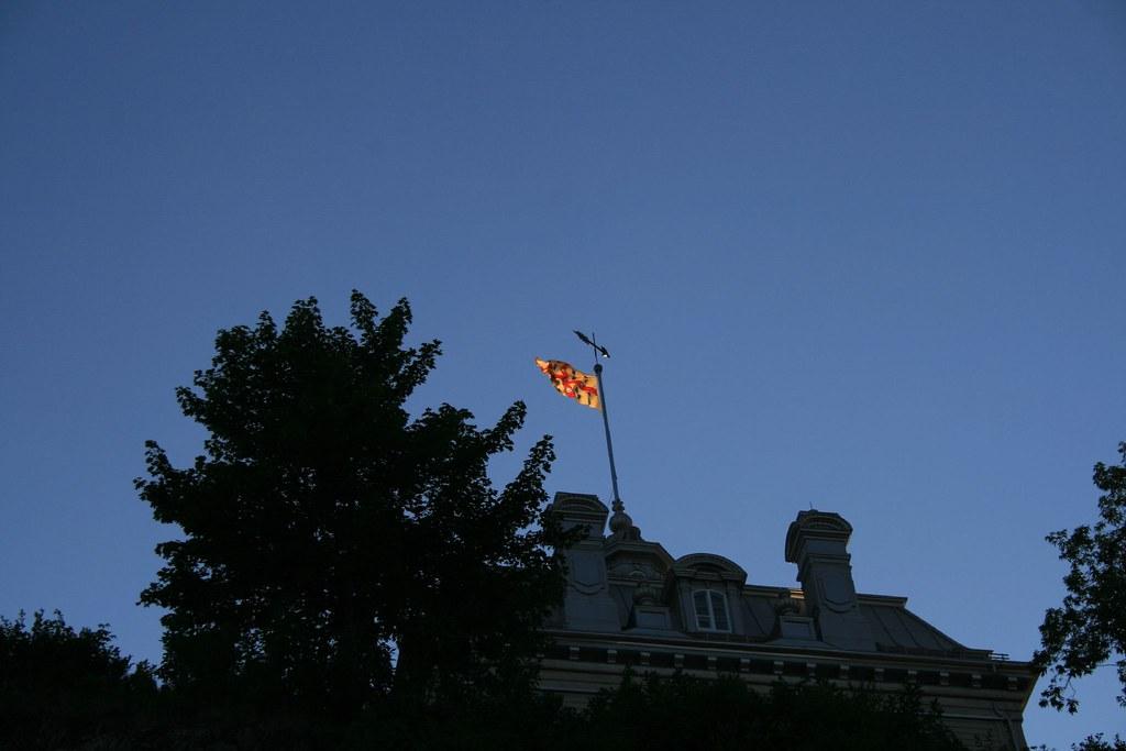 Laval university flag drapeau de l 39 universit de laval for College laval piscine