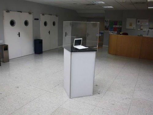 Vitrinas con podium las vitrinas para exposiciones son - Vitrinas de exposicion ...