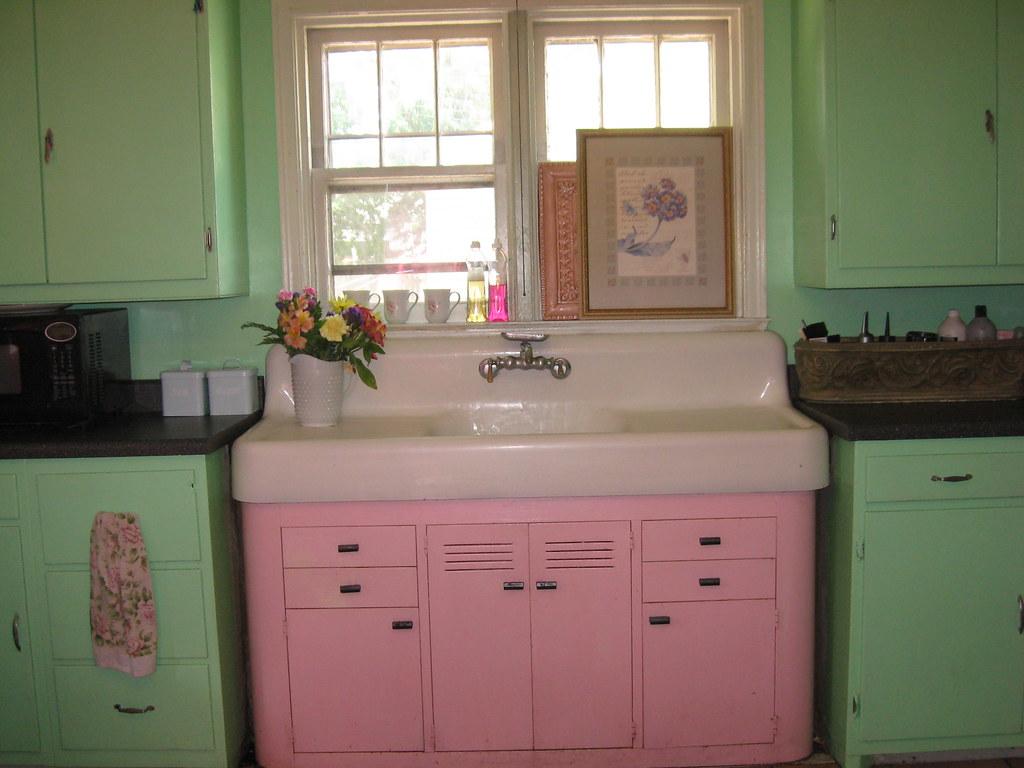 Vintage kitchen sink pink and green my favorite for Retro kitchen designs rustenburg