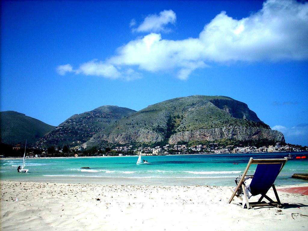 Matrimonio Spiaggia Mondello : La spiaggia di mondello aprile sulla