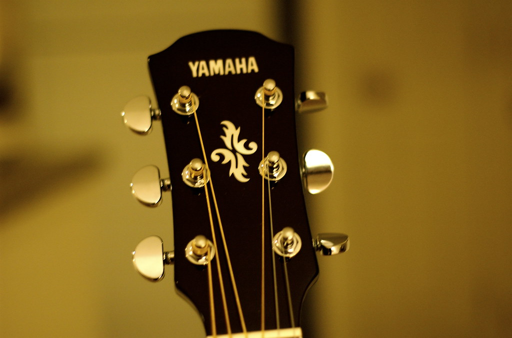 Yamaha Apxii  Thinline  String Cutaway Acoustic Electric Guitar Natural
