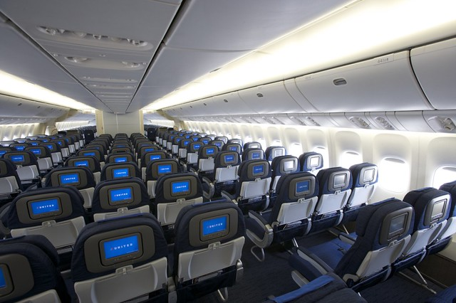 United airlines boeing 777 new economy cabin interior for Boeing 777 interior