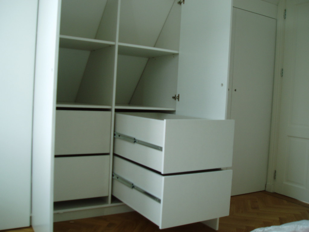inbouwkast slaapkamer op zolder onder schuin dak  Deze kast ...