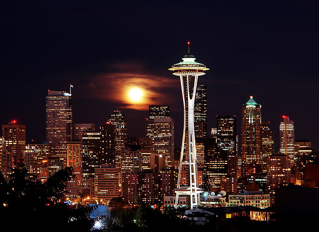 Blue Moon Rising Over Seattle The Full Moon Rose