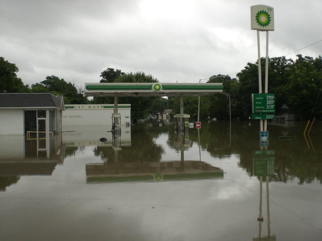 Gas Station Finder >> Coffeyville Kansas July 2007 flood | BP gas station on 11th … | Flickr