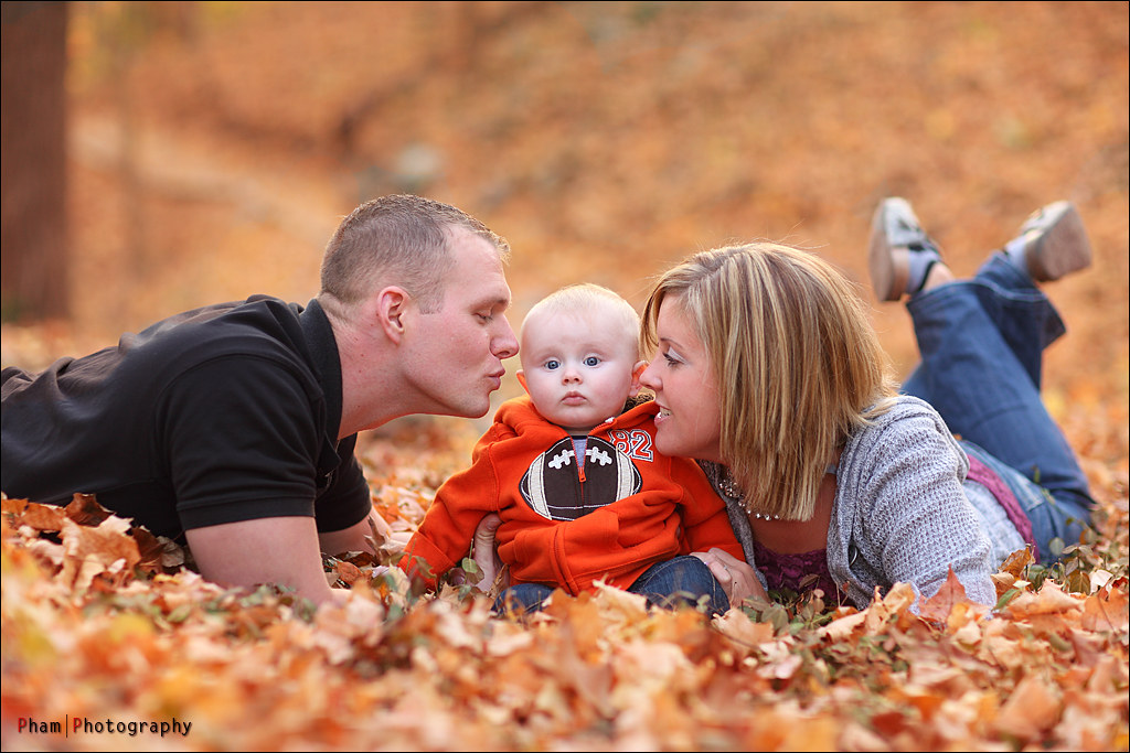 Fall family shoot such a cute little family the for Fall family picture ideas outside