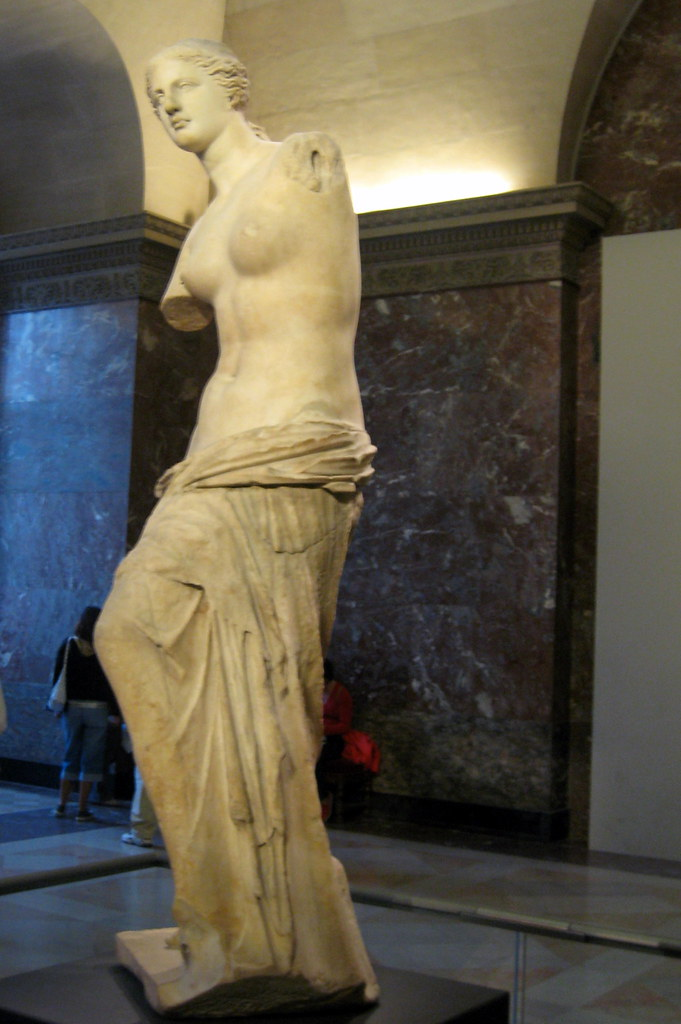 an overview of the features of the statue of aphrodite of milos
