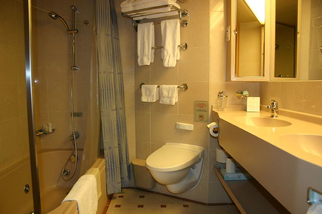 Holland America S Oosterdam Ss Suite Bathroom Double Sin Flickr