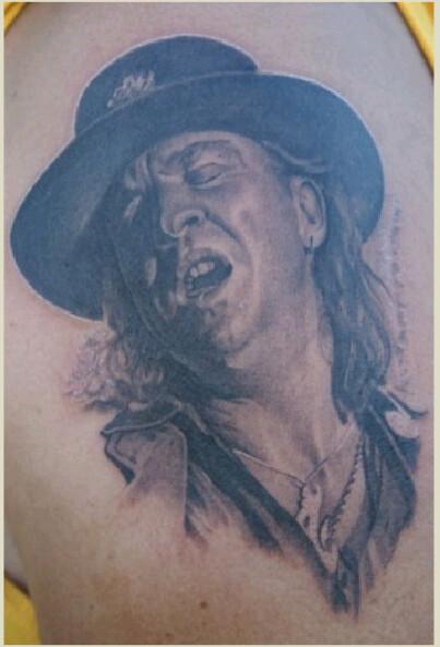 Stevie ray vaughan tatoo tattoo of stevie ray vaughan for Stevie ray vaughan tattoo